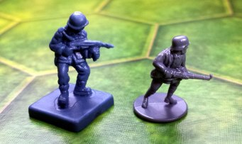The Memoir '44 figures may be the big brother to these, but at least The Great War's guns don't droop.